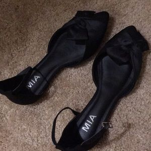 MIA ankle strap pointed toe flat 6.5 black
